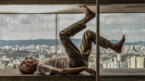 SÃO PAULO / SÃO PAULO / BRASIL - 20/12/18 - :00h - Retrato do crítico, professor de cinema e ator Jean-Claude Bernardet, que está lançando o livro
