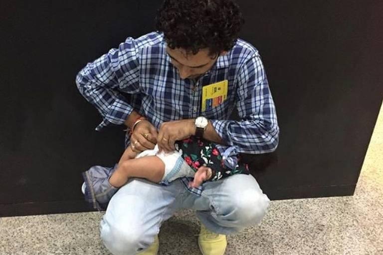 Pais têm dificuldades para trocar fraldas em locais públicos