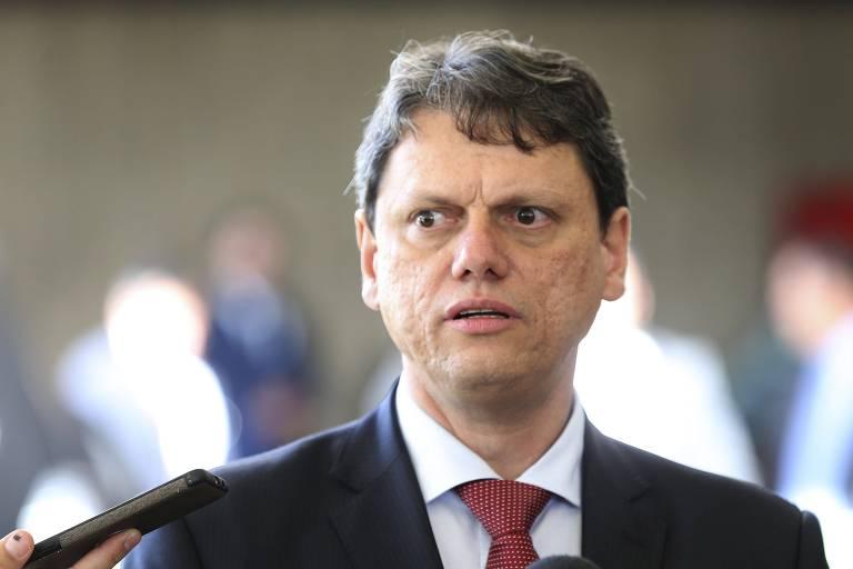 O ministro da Infraestrutura Tarcisio Gomes de Freitas, fala à imprensa, no CCBB