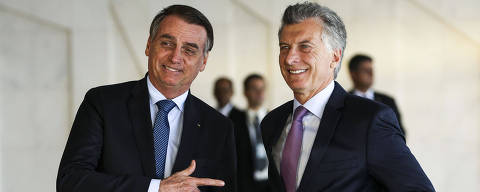 This handout picture released by Agencia Brasil shows Brazilian President Jair Bolsonaro (L) and Argentina's President Mauricio Macri posing for the media at Itamaraty Palace in Brasilia, on January 16, 2019. - Macri is on a one-day official visit to Brazil to address the future of Mercosur and the crisis in Venezuela. (Photo by MARCELO CAMARGO / AGENCIA BRASIL / AFP) / RESTRICTED TO EDITORIAL USE - MANDATORY CREDIT