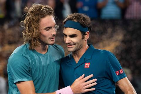 (190120) -- MELBOURNE, Jan. 20,2019 (Xinhua) -- Stefanos Tsitsipas (L) of Greece greets Roger Federer of Switzerland after the men's singles 4th round match against Roger Federer of Switzerland at the Australian Open in Melbourne, Australia, Jan. 20, 2019. (Xinhua/Bai Xue)