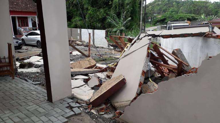 Estragos causados pela chuva em Penha (SC)