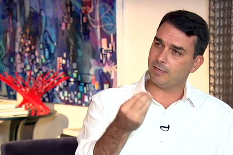 Flávio Bolsonaro durante entrevista à TV Record sobre o relatório do Coaf (Controle de Atividades Financeiras)
