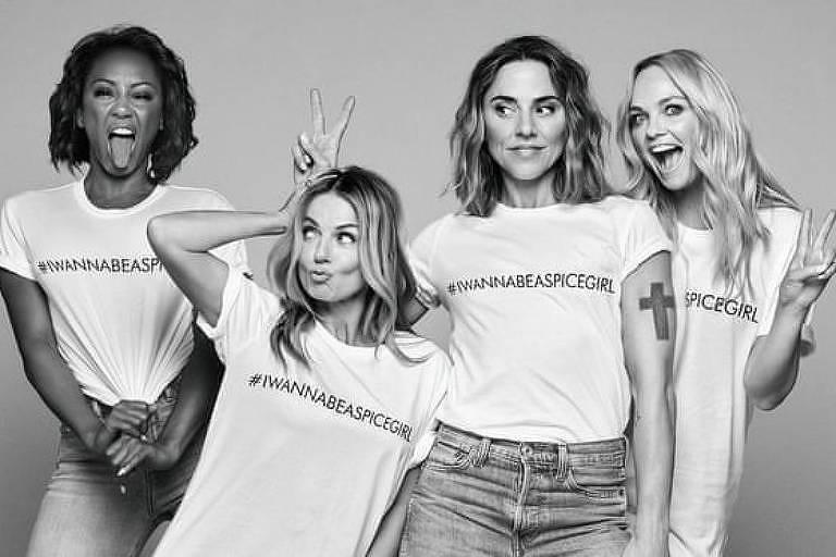 Spice Girls com a camiseta #IWannaBeASpiceGirl, vendidas a 20 libras cada