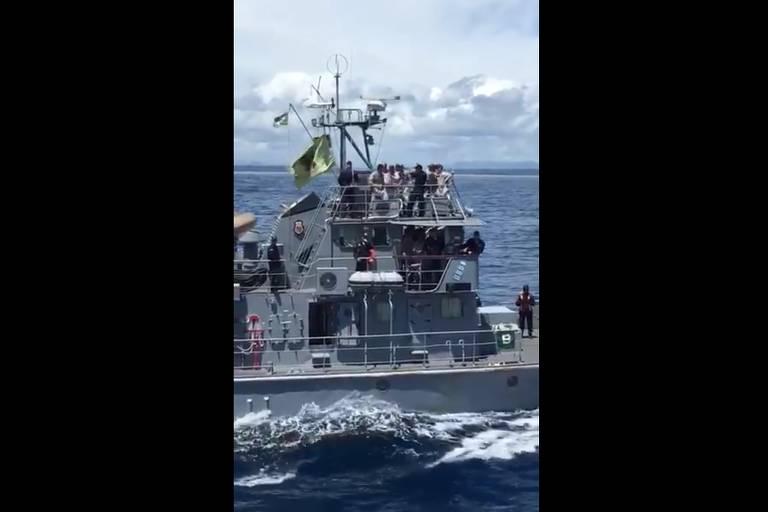 Militares dançam 'Jenifer', e Marinha diz que comportamento é 'inaceitável'