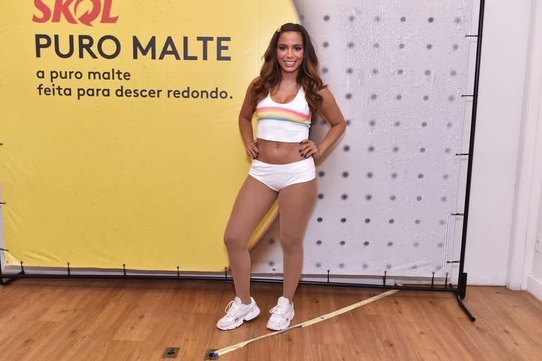 Anitta antes do show de estreia do Bloco das Poderosas
