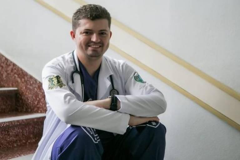 Jovem com autismo se forma em medicina