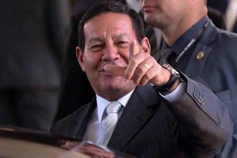Como presidente, Mourão adota estilo parecido ao de José Alencar