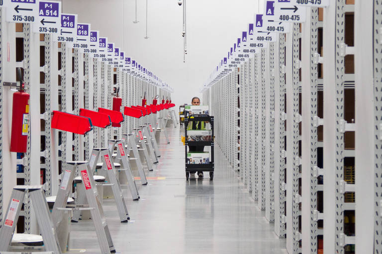 primeiro centro de distribuição direta de produtos da América do Sul. Localizado em Cajamar, a 45 quilômetros de São Paulo