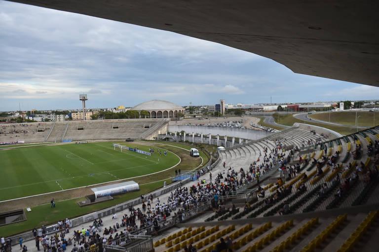 Arquibancadas do estádio Almeidão vazias na abertura do Campeonato Paraibano entre Botafogo x Perilima