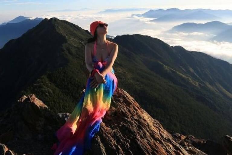 Alpinista famosa por fotos de biquíni morre de frio após queda em montanha