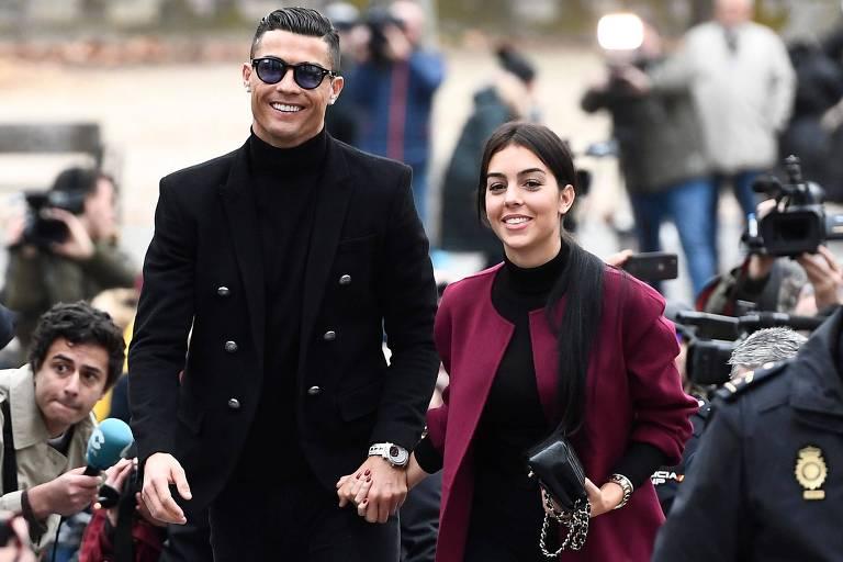 Cristiano Ronaldo chega a tribunal ao lado de sua namorada