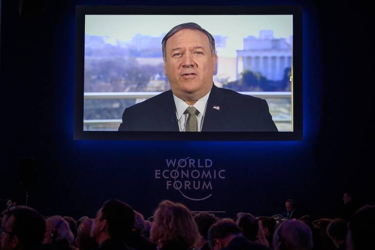 O secretário de Estado dos EUA, Mike Pompeo, fala por videoconferência em Davos