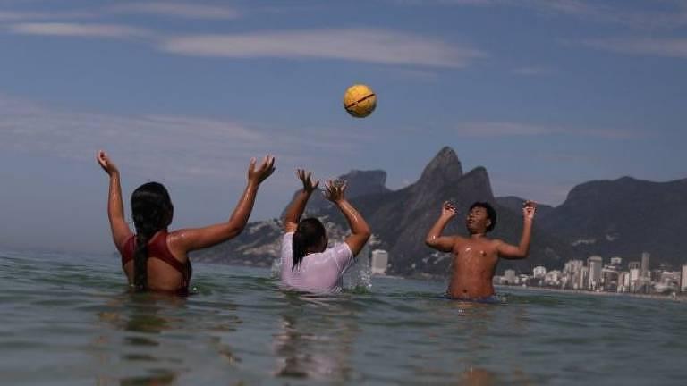 Cervejinha e barzinho: Por que o brasileiro ama falar no diminutivo