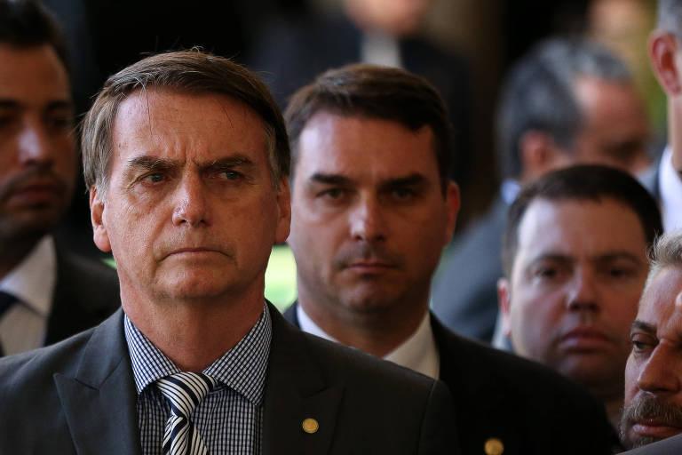 Jair Bolsonaro com Flávio Bolsonaro, em novembro