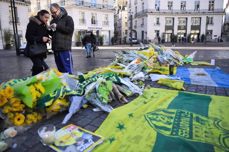 Em Nantes, homenagens se concentraram na praça central da cidade