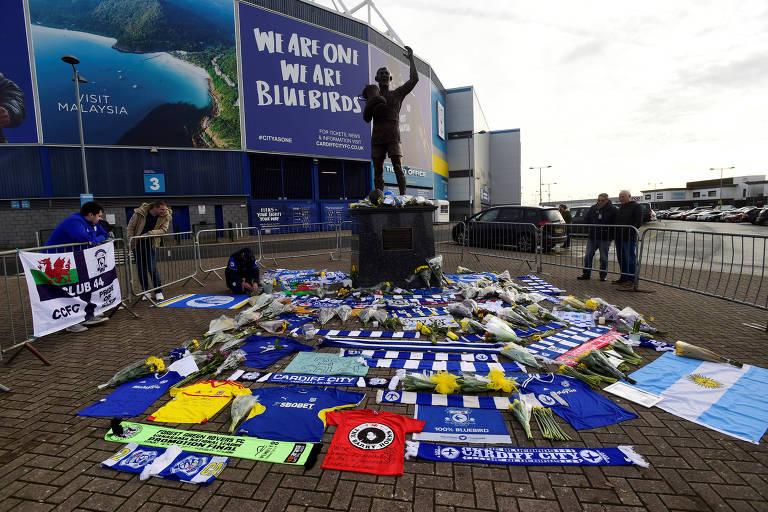Torcedores do Cardiff homenagearam jogador recém-contratado pelo clube