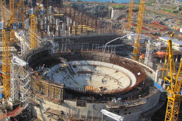Vista geral das obras da usina nuclear Angra 3, em Angra dos Reis, no Rio