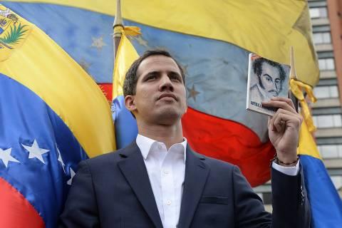 Chefe do Legislativo venezuelano faz juramento como presidente interino