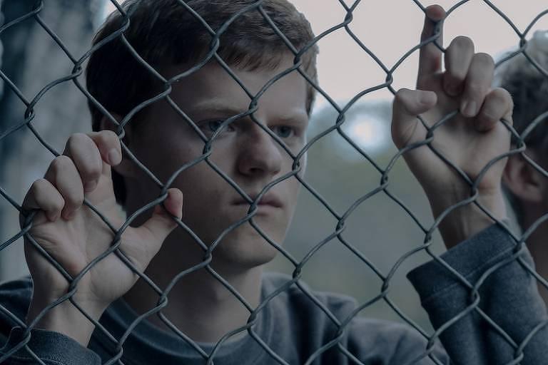 Lucas Hedges e Troye Sivan em cena de 'Boy Erased', de Joel Edgerton