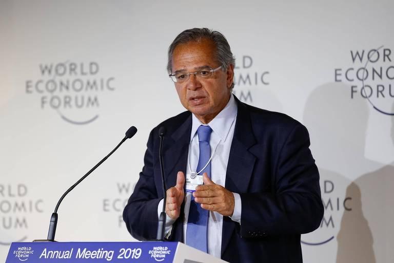 O ministro da Economia, Paulo Guedes, do encontro de Davos, na Suíça