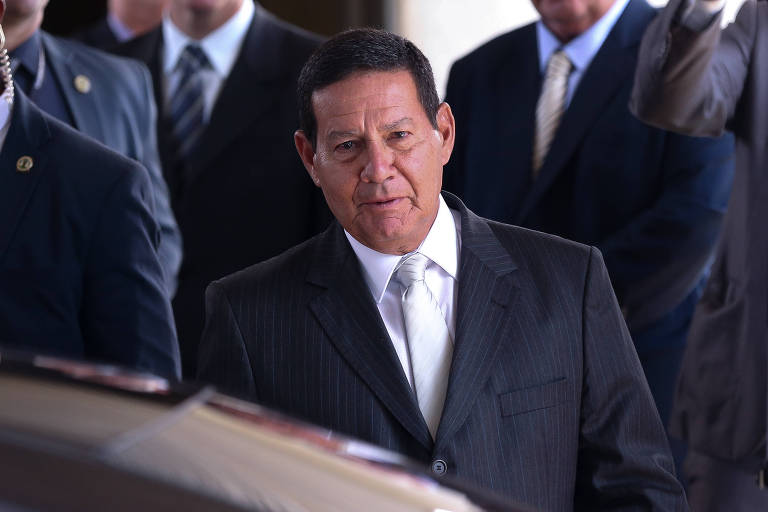 O presidente interino, Hamilton Mourão, que assinou decreto que muda regras da Lei de Acesso à Informação
