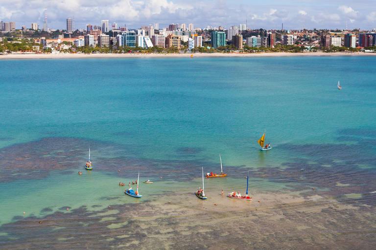 Piscinas naturais da praia de Pajuçara, no Centro de Maceió, Alagoas