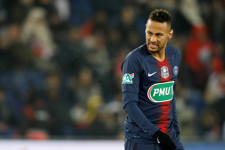 Neymar deixou o gramado durante a vitória de sua equipe sobre o Strasbourg
