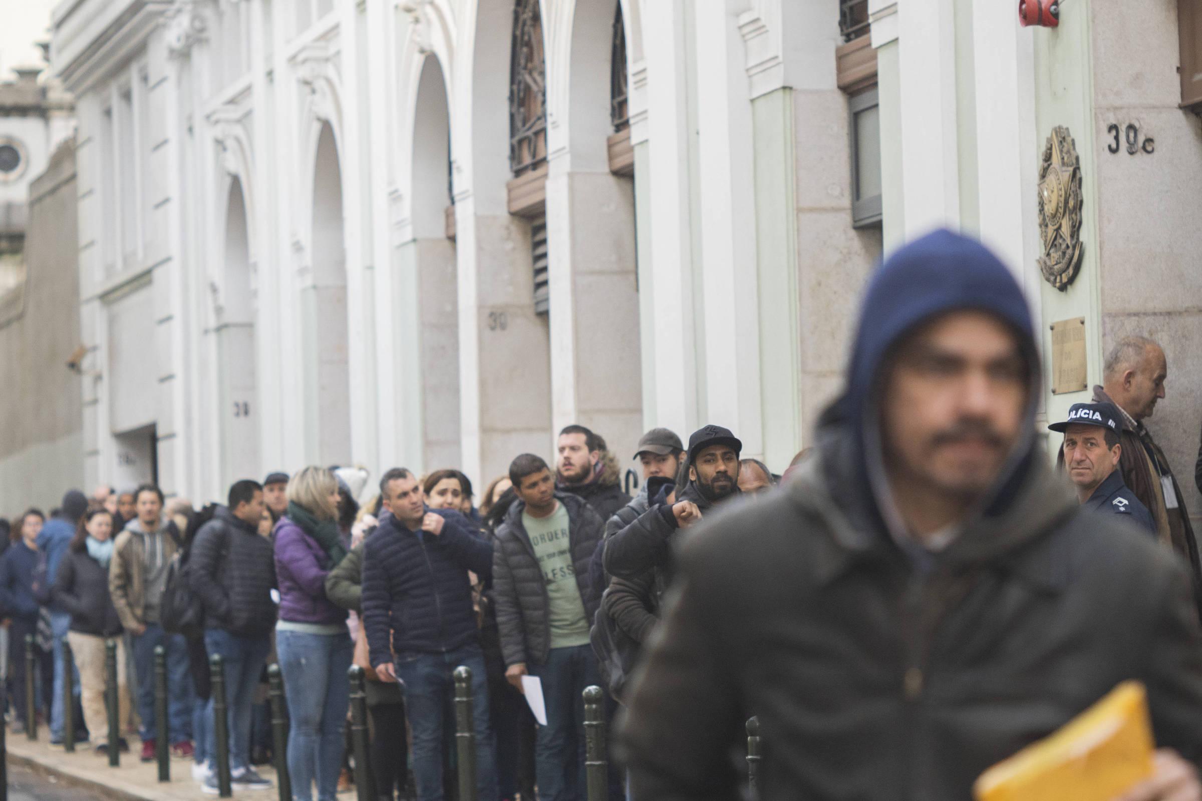 9484d275c0 Mudança em lei provoca explosão de pedidos de nacionalidade portuguesa -  22 03 2019 - Mundo - Folha