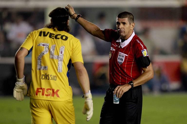 Cássio com a camisa 24 na Libertadores de 2012