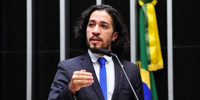 Jean Wyllys ataca Eduardo Leite por se declarar gay, mas apoiar Bolsonaro 'homofóbico'