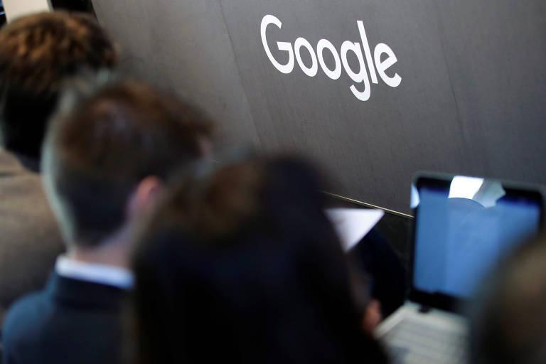Jornalistas em coletiva no novo escritório da Alphabet, controladora do Google, em Berlim; Parlamento Europeu debate reformulação da lei de direitos autorais