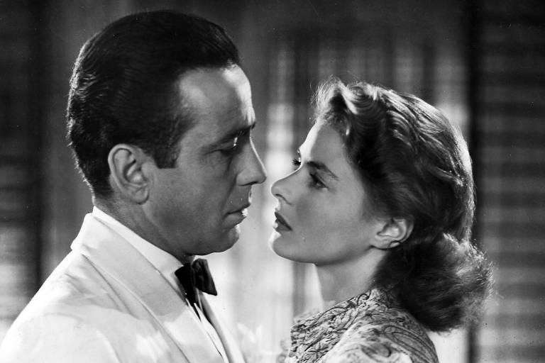 """Os atores Humphrey Bogart e Ingrid Bergman em cena do filme """"Casablanca"""" (1942), de Michael Curtiz"""