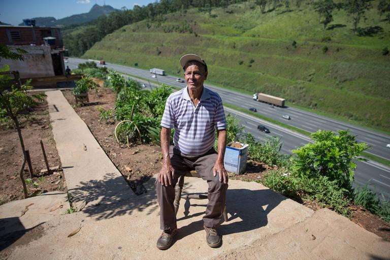 Gumercindo Cardoso, 85, reuniu vizinhos para reformar a praça no bairro Jardim do Russo, a beira da Bandeirantes