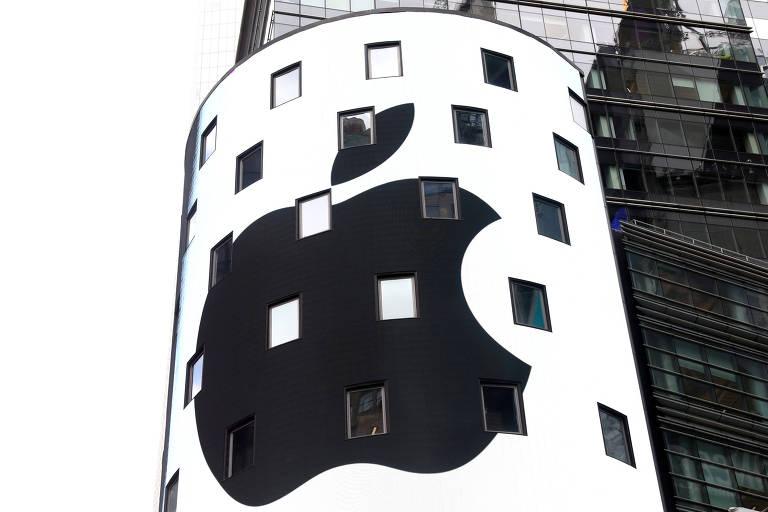 Logo da Apple na Nasdaq; empresa demitiu funcionários de divisão de carros autônomos