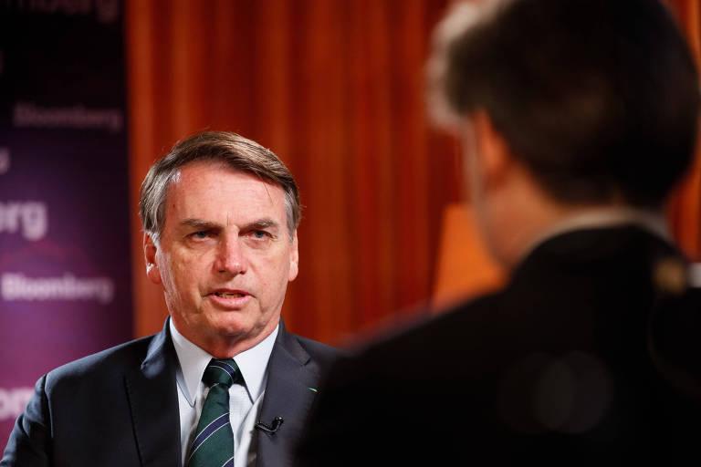 Bolsonaro foi pego de surpresa com perguntas sobre suspeitas envolvendo seu filho