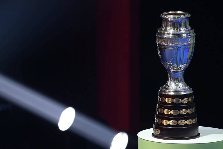 O troféu que será entregue ao campeão da Copa América deste ano, a ser disputada no Brasil