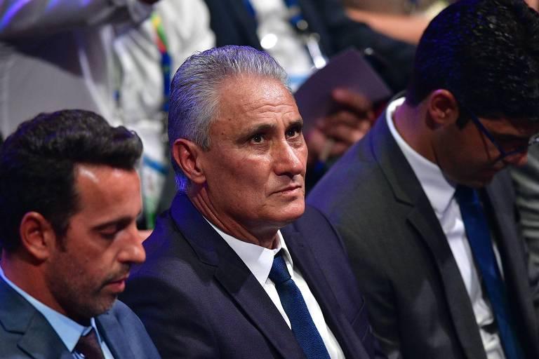 Tite, ao lado de Edu Gaspar, durante sorteio dos grupos da Copa América de 2019