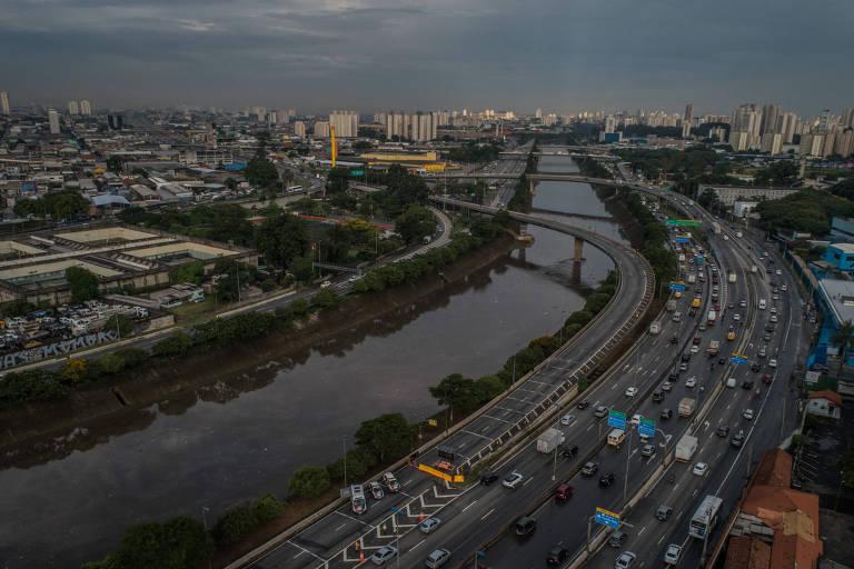 Trânsito na marginal Tietê, em São Paulo (SP)