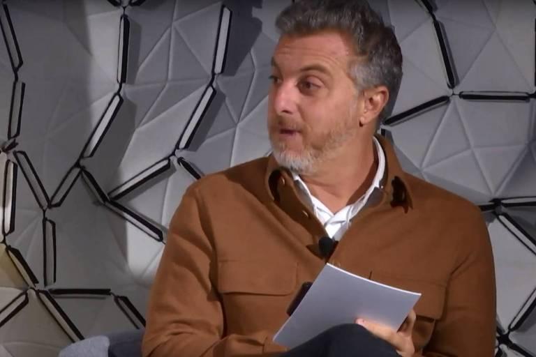 O apresentador Luciano Huck, durante debate em Davos nesta sexta (25)