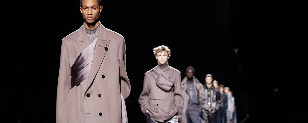Modelos desfilam coleção de outono-inverno 2019/2020 da Dior Homme na semana de moda de Paris, em janeiro de 2019