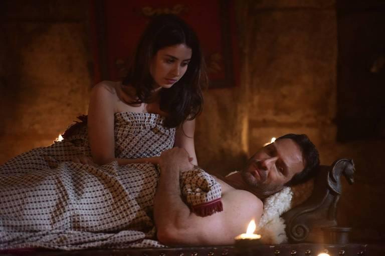 Noemi percebe que Petronius não esqueceu Maria Madalena