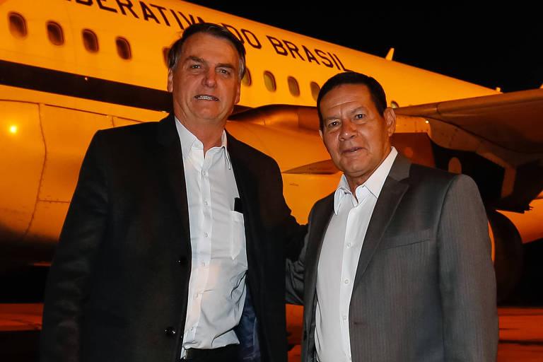 Jair Bolsonaro é recebido em Brasília pelo vice-presidente Hamilton Mourão ao voltar de Davos (Suíça)