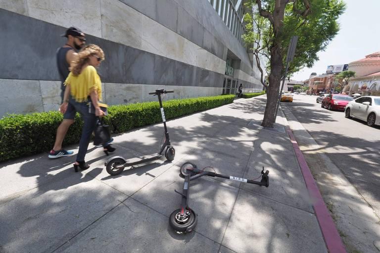 Patinetes da Bird em rua da Califórnia; startups adotam metas modestas de valor de mercado