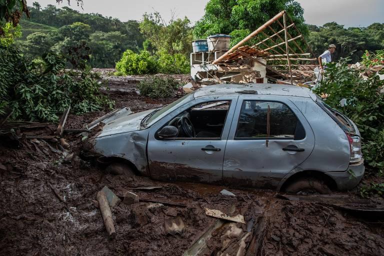Rompimento em barragem destrói casas em Brumadinho