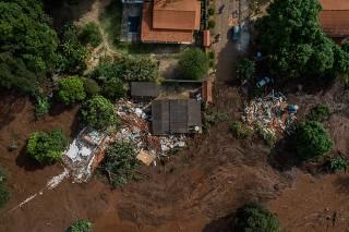 Lama invade casas do bairro Parque da cachoeira
