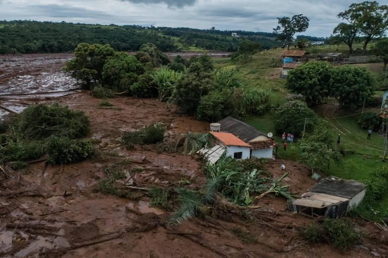 Casa derrubada por lama
