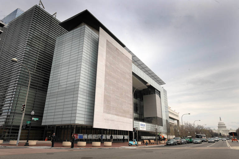 A fachada do Newseum, que fecha as portas em Washington