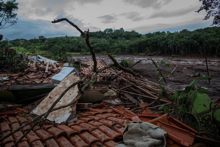 Lama destruiu casas e plantações na região da Horta, que fica entre Tejuco e Parque da Cachoeira, em Brumadinho (MG)