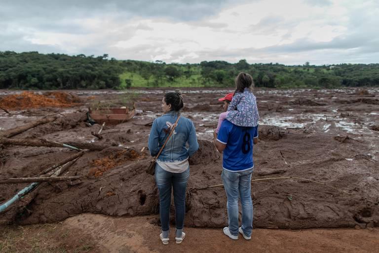 Lama da barragem de Brumadinho (MG) destrói casas e hortas na zona rual